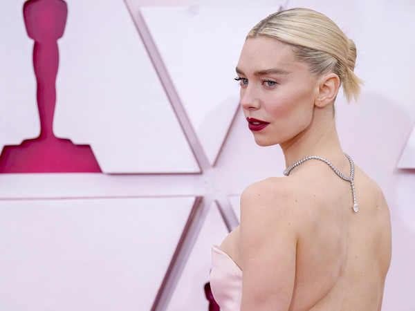 Vanessa Kirby styled her hair into a center-parted bun for the 2021 Oscars.
