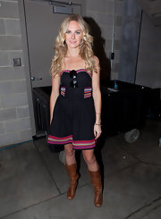Laura Bell Bundy infused her look with a country vibe with a pair of cognac mid-calf boots.