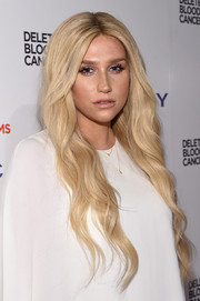Kesha wore her hair loose and wavy with a center part during the Delete Blood Cancer Gala.