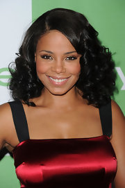 Sanaa showed off her shoulder length curls which were full of volume and bounce.