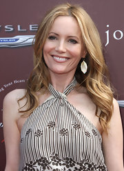 Leslie Mann attended the 9th Annual John Varvatos Stuart House Benefit wearing a pair of 18-carat gold polished rock candy angular drop earrings in brown shell with diamonds.