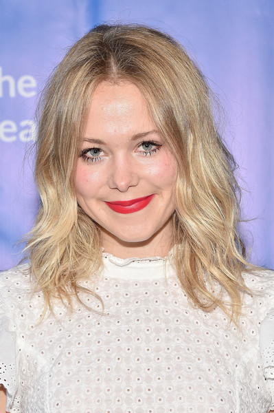 Poppy Jamie attended the Oceana SeaChange Summer Party wearing a messy wavy hairstyle.