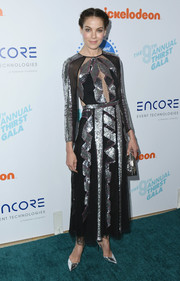 Michelle Monaghan complemented her dress with a pair of silver pumps.