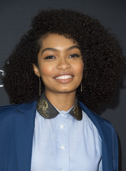 We're totally loving Yara Shahidi's afro at the 'Black-ish' FYC event!