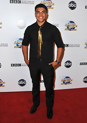 Victor Ortiz kept his red carpet look monochromatic with the except to a metallic gold tie, which he used as an accent piece!