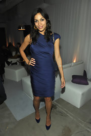 Navy blue seems to be the color of the season! Rosario paired her ruched cocktail dress with matching navy patent pumps.
