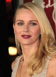 Naomi Watts wore her flaxen tresses in a glamorous side-swept 'do at the 'J. Edgar' premiere.