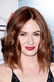 Karen Gillan styled her hair with edgy-chic waves for the 'Big Short' premiere.
