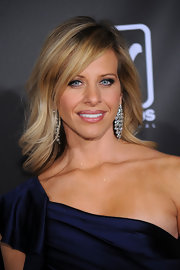Dina Manzo looked lovely in this mid-length layered hairstyle.