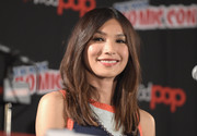 Gemma Chan sported a center-parted layered 'do at the 'Humans' panel during New York Comic Con.