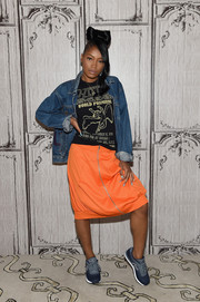 Keke Palmer styled her T-shirt with a classic denim jacket.