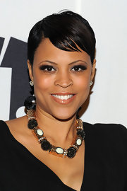 Shaunie O'Neal amped up her v-neck silhouette with a gold and black beaded neckalce.