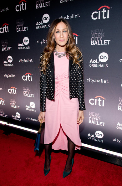 More Pics of Sarah Jessica Parker Long Wavy Cut (1 of 19) - Sarah Jessica Parker Lookbook - StyleBistro