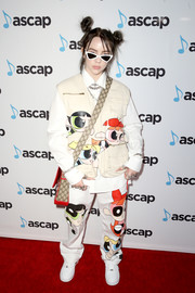 Billie Eilish completed her outfit with white leather sneakers.