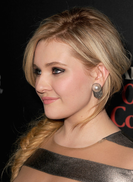 Abigail Breslin Pearl Studs [august: osage county,hair,eyebrow,face,beauty,hairstyle,human hair color,chin,blond,forehead,cheek,abigail breslin,california,los angeles,regal cinemas l.a. live,the weinstein company,premiere]