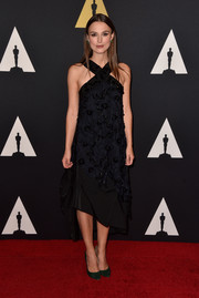 Keira Knightley paired her modern-glam dress with classic green pumps by Jimmy Choo.