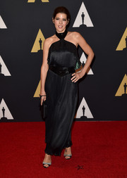Marisa Tomei vamped it up in a sexy-edgy black halter gown during the Governors Awards.