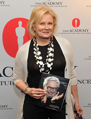 Candice Bergen knows the value of a well placed accessory, her multi-layered shell necklace became the fashionable focal point of her outfit