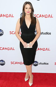 Katie Lowes' V-neck black dress showed off her fit figure on the red carpet.