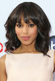 Kerry's signature waves and bangs looked glam and fab at the red carpet of 'Scandal.'