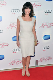 Mary Steenburgen opted for a fitted white lace dress for her mature and classy red carpet look.