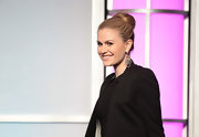 Anna Paquin spoke at the 33rd Annual College Television Awards while wearing her light brown tresses in a classic bun.