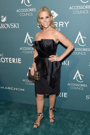 Cheryl Hines donned a structured strapless LBD by Romona Keveza for the 2018 ACE Awards.