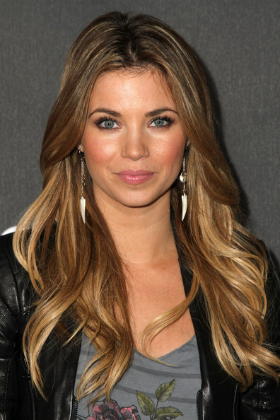 More Pics of Amber Lancaster Leather Shoulder Bag (1 of 6) - Amber Lancaster Lookbook - StyleBistro