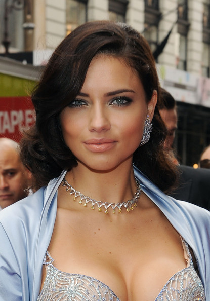 Adriana Lima Medium Wavy Cut