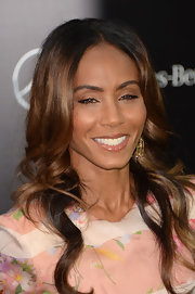 A glossy nude lip color kept Jada Pinkett's look glowing and fabulous!