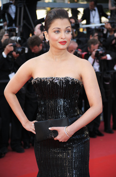 Aishwarya Rai Beaded Clutch [clothing,fashion model,premiere,red carpet,dress,strapless dress,shoulder,fashion,carpet,beauty,cannes,france,tour - premiere,cannes film festival,on tour premiere,palais des festivals,annual cannes film festival,aishwarya rai bachchan]