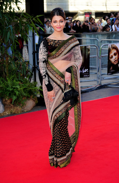 Aishwarya Rai arrives at the World Premiere of 'Raavan at the BFI ...