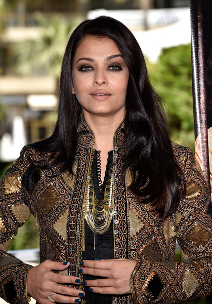 Aishwarya Rai Long Side Part [sarbjit photocall - the 69th annual cannes film festival,beauty,lady,fashion,long hair,fashion design,photo shoot,black hair,tradition,photography,brown hair,aishwarya rai,cannes,france,cannes film festival,palais des festivals]