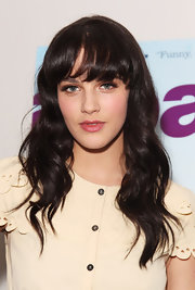 Jessica Brown-Findlay rocked these slightly waved curls with her dramatic straight bangs.