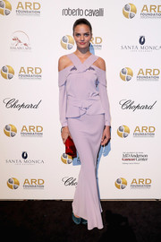 Barbara Fialho gave her pastel dress a pop of bold color with a red satin clutch.