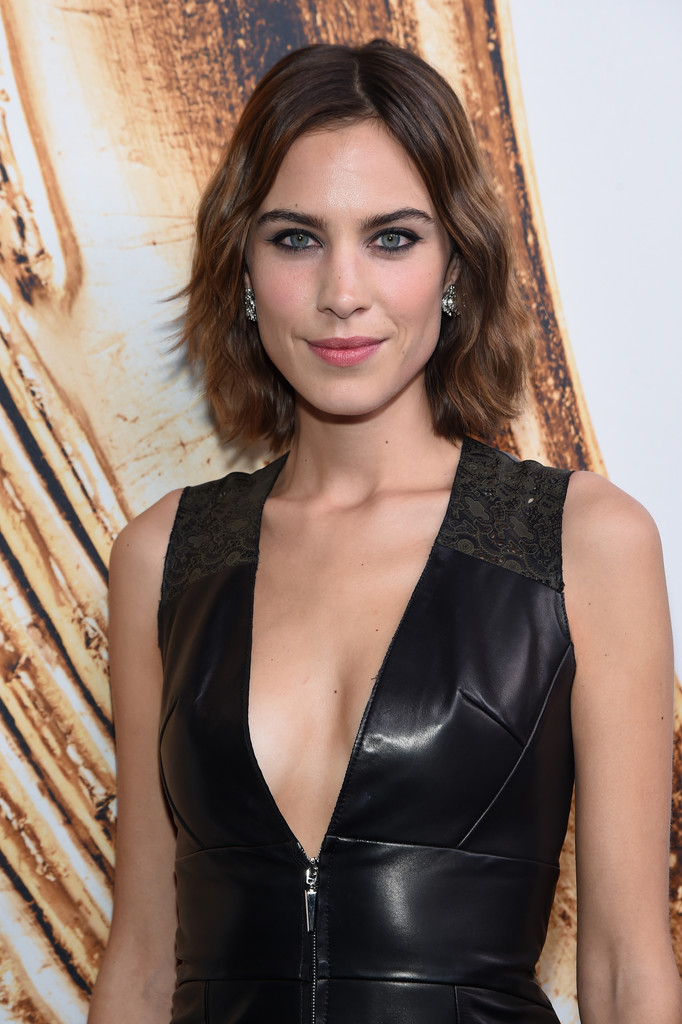 Alexa Chung Short Wavy Cut Short Hairstyles Lookbook