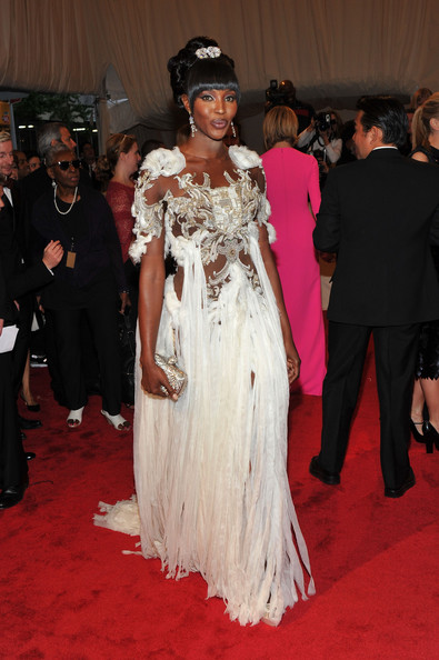 Naomi Campbell completed her daring Alexander McQueen ensemble with a stunning crystal-embellished box clutch.