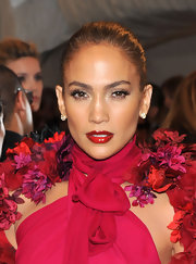 Jennifer Lopez completed her ravishing look with Gold Stones diamond earrings.