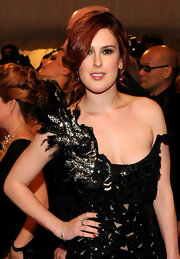 Rumer Willis added an unexpected factor to her black nail polish with one radiant red tip.