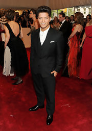 Bruno went sans tie in a sleek 3-piece suit for the Met Gala red carpet.