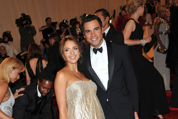 Jessica Alba Is Maternity Chic in Gold Ralph Lauren at the 2011 Met Gala