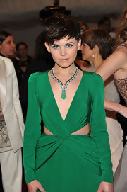Ginnifer Goodwin accented her neckline with a turqouise and emerald green necklace.
