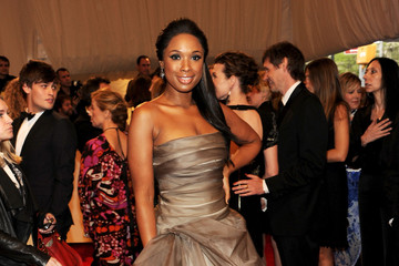 Jennifer Hudson Shows off Her Trim Figure in Vera Wang at the 2011 Met Gala