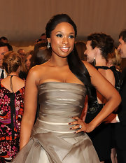 Jennifer Hudson perfectly matched her layered dress with a complementary shade of gun metal gray polish.