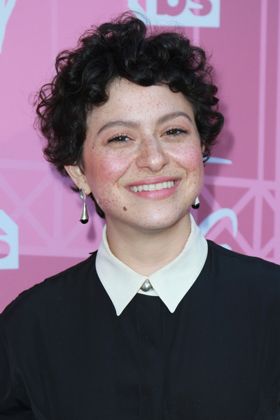 Alia Shawkat Short Curls [the last o.g.,hair,hairstyle,chin,forehead,smile,white-collar worker,official,alia shawkat,warner bros. lot,burbank,california,steven j. ross theatre,tbs,fyc,search party,event]