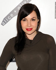 Fabiola swept her brunette hair to one side to highlight her fiery red lips while at the Alice and Olivia launch party.
