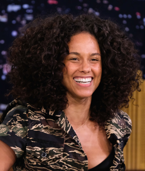 Alicia Keys Afro [alicia keys,the tonight show starring jimmy fallon,hair,hairstyle,chin,long hair,smile,black hair,music artist,brown hair,layered hair,hair coloring,new york city,rockefeller center]