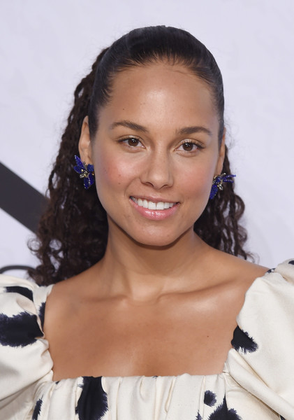 Alicia Keys Ponytail [hair,eyebrow,beauty,hairstyle,fashion model,black hair,long hair,brown hair,layered hair,hair coloring,alicia keys,families,variety,power of women: new york,power of women: new york,hair,hairstyle,black hair,celebrity,new york city,alicia keys,the voice,families belong together,celebrity,singer,new york city,singing,just jared]