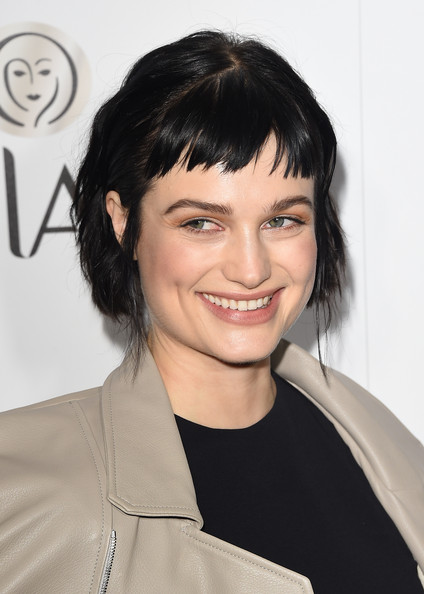 Alison Sudol Short Cut With Bangs [hair,hairstyle,face,eyebrow,chin,black hair,forehead,bangs,smile,brown hair,alison sudol,annual women in television celebration,hearts on fire,arrivals,california,sunset tower,west hollywood,elle,olay,annual women in television celebration]