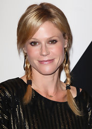 Julie Bowen wore her hair in a casual style featuring two braids and long side-swept bangs at the All In for the 99% Event.